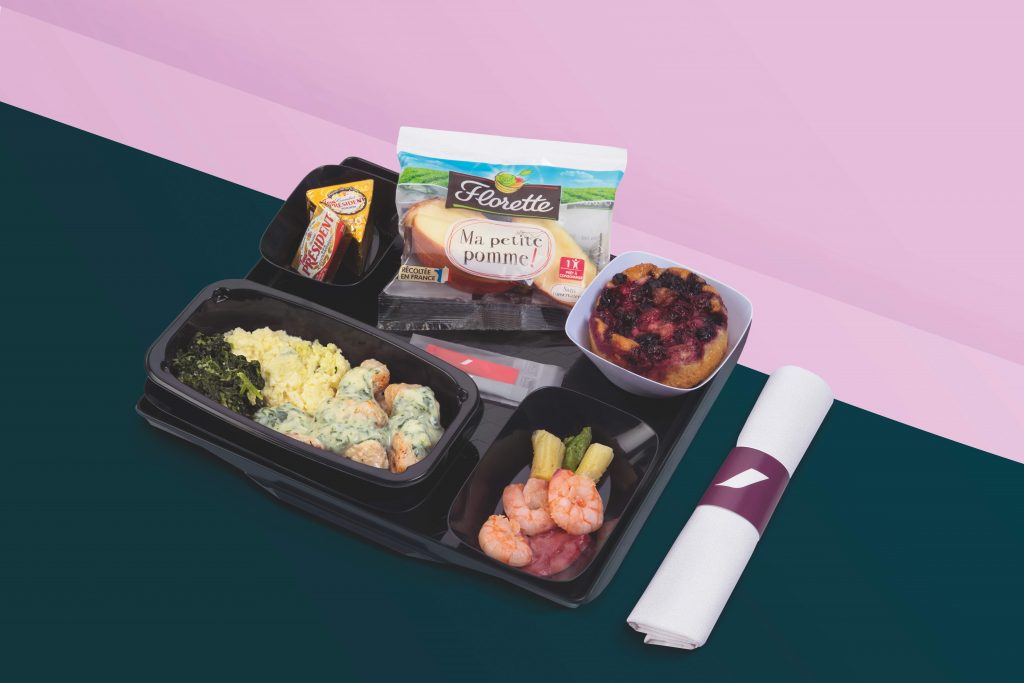 Black casserole dishes are very en vogue - Air France is taking the look to a whole new level with its new noir-themed meal trays. Photo Credit: Air France