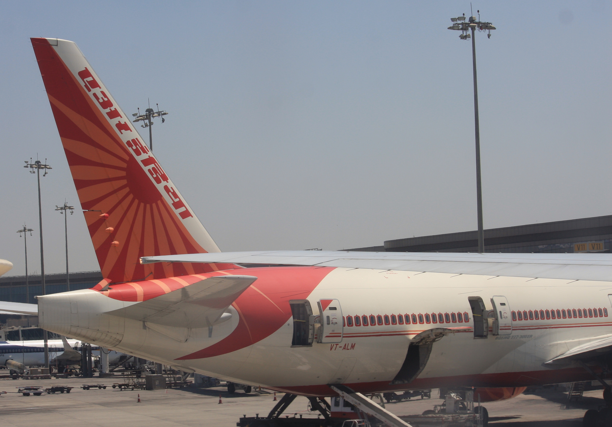 Air India Flight Attendant Reportedly Falls from Open Door of Boeing 777, Suffers Serious Injuries