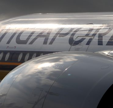 Singapore Airlines Recruiting New Cabin Despite Big Drop in Earnings: Find Out Where