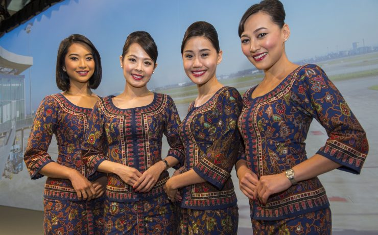 """Singapore Airlines Will Keep the """"Iconic Singapore Girl"""" in Adverts and Marketing"""