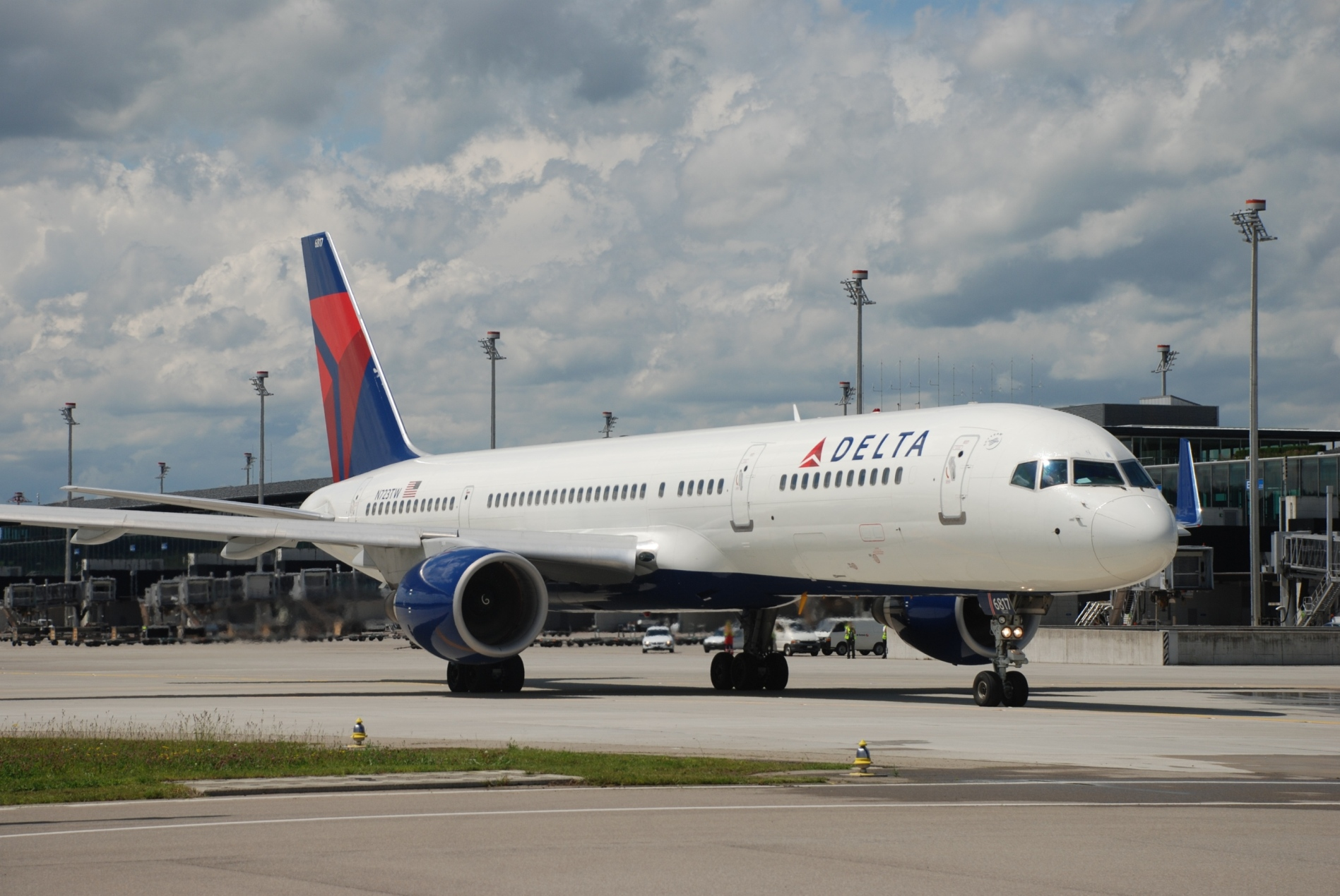 Delta Air Lines Breathes New Life Into Proposed Boeing 797 Mid-Sized Concept Plane