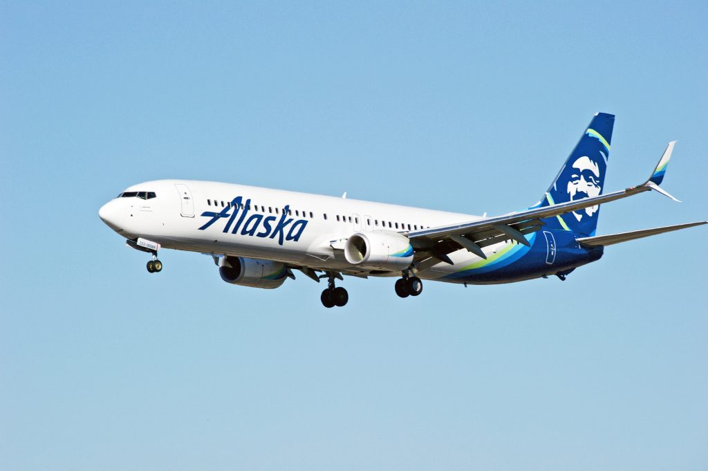 An Alaska Airlines 737 aircraft comes into land