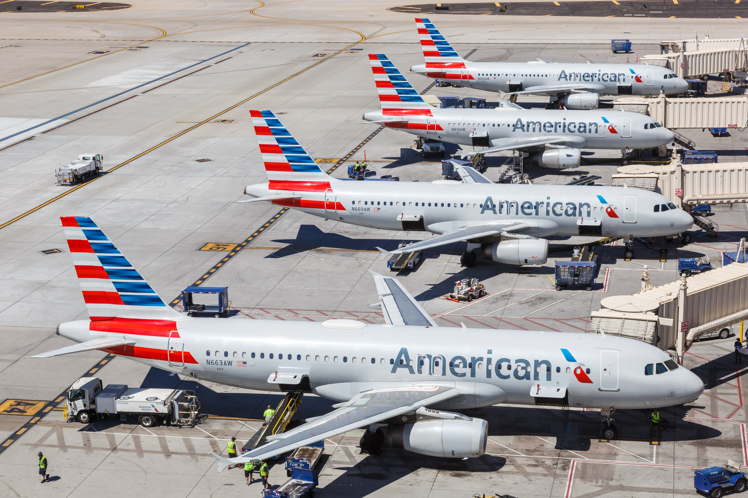American Airlines Pilots Union Thinks Vaccine Mandate Will Lead to Mass Termination of Unvaccinated Pilots